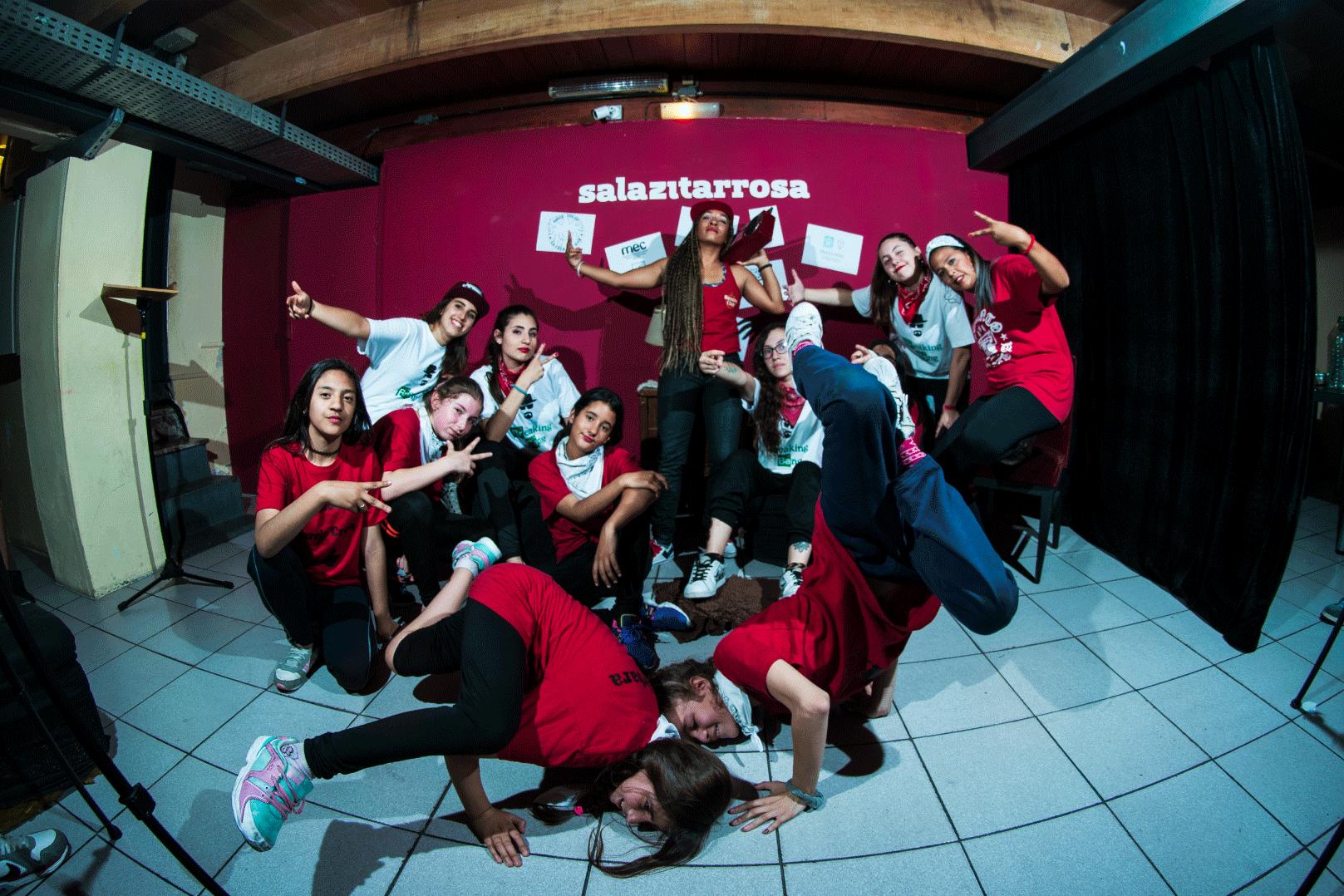 breaking-bang-crew-y-las-chicas-del-barrio-premios-2017